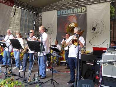 """Gro�artiger Auftritt der Jazzband """"Schr�glage"""" in Quedlinburg"""