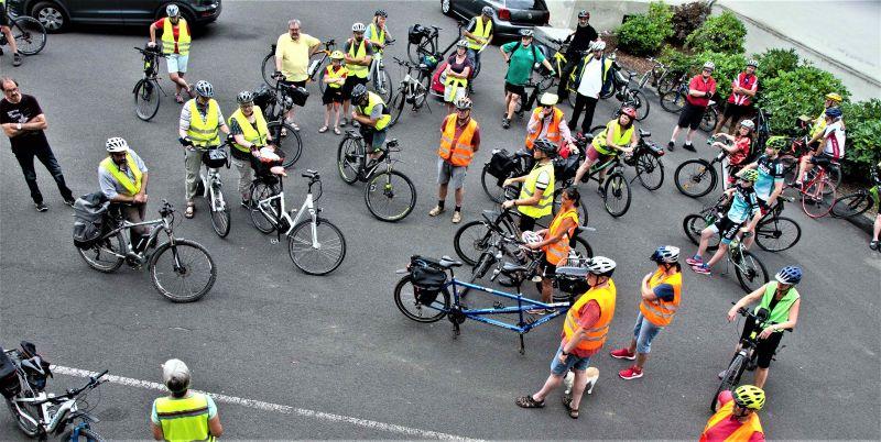 Kreisweit setzen sich immer mehr Menschen für alltagstaugliche Radwege ein ….wie hier am 1. August in Holler. Foto: privat