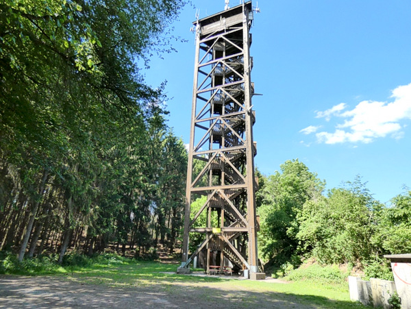 Der Raiffeisenturm: Fachwerkkonstruktion mit Aussichtsplattform