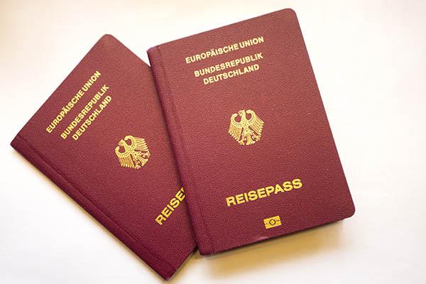 Rechtzeitig Reisedokumente auf Gültigkeit überprüfen