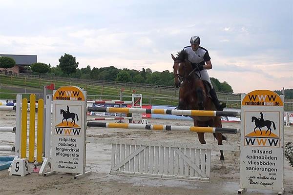 Robert Rychecky gewinnt S-Springen auf Gut Birkenhof