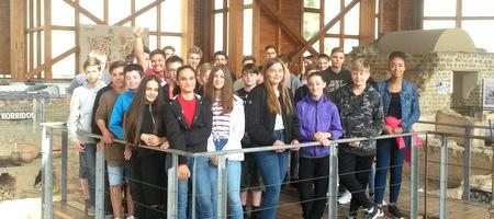 Die Latein-Shüler der Klassenstufen 7, 8 und 10 der Integrierten Gesamtschule Hamm (IGS) unternahmen Ende Mai einen gemeinsamen Ausflug nach Ahrweiler. (Foto: Diana Hedwig)