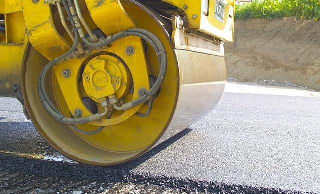 Die Straßenausbaubeiträge für die Bevölkerung in Rheinland-Pfalz werden nicht abgeschafft. Das beschloss der Landtag in Mainz. (Symbolfoto: Karl-Heinz Gutmann auf Pixabay)