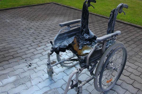 Rollstuhlfahrer brannte lichterloh
