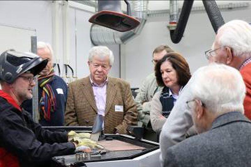 Rotary Club besuchte die EWM AG in Mündersbach
