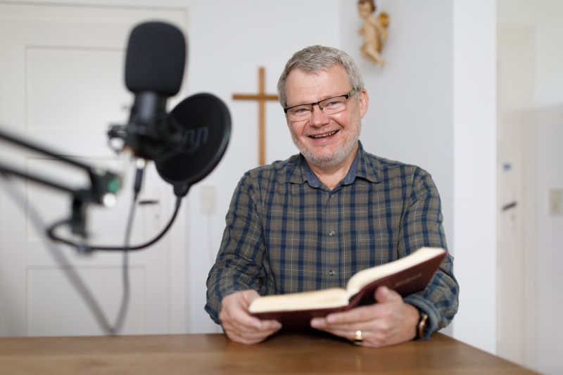 "Der ""digitale Pfarrer"" predigt per Podcast"