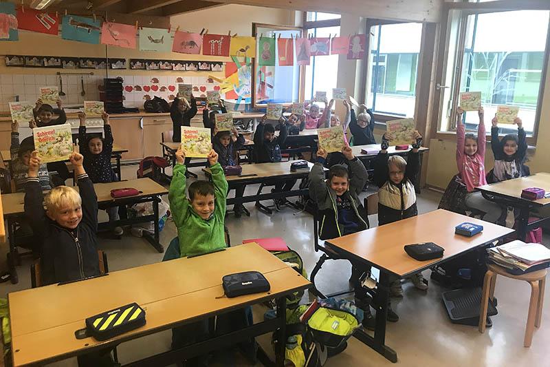 Unkeler Grundschüler erhalten Buchspende von Rotary Club
