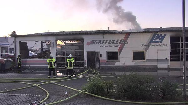 Autolackiererei geriet nach Explosion in Vollbrand