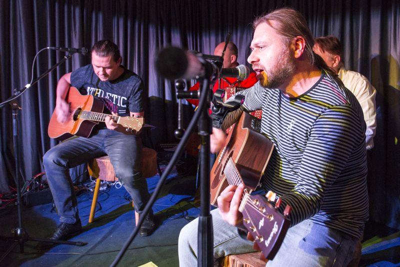 """Die Band """"Leon Schenk und Co"""" mit eigener Folkmusik beim russischen Abend in Selters. Fotos: privat"""