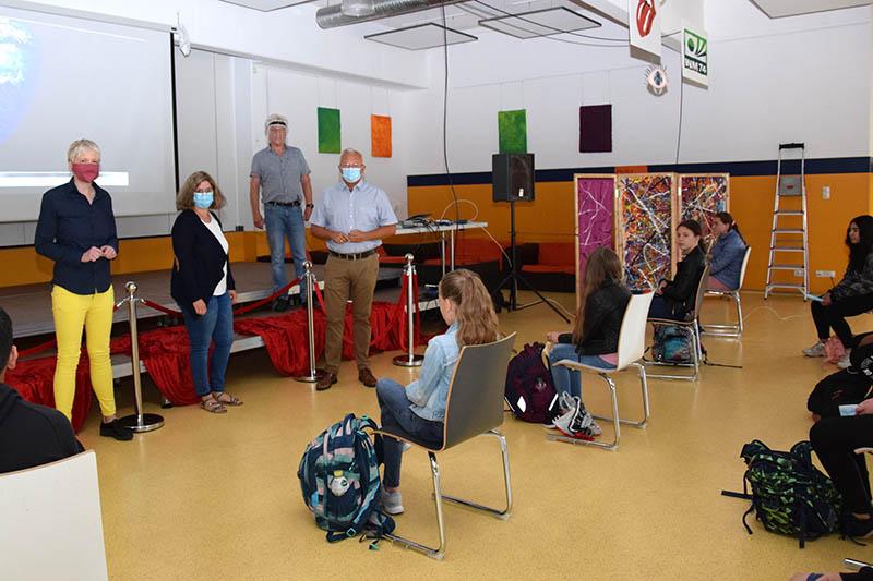 Live-Satellitenbilder zeigen Schülern der Realschule Asbach Klimawandel
