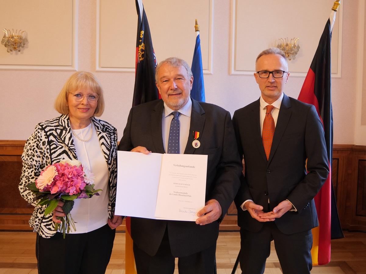 Kurt Schüler aus Ransbach-Baumbach erhält Verdienstmedaille des Landes