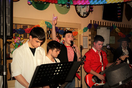 """Die Band """"Bube, Dame, Jeck"""" sorgte mit kölschen Liedern und aktuellen Charts für eine ausgelassene Stimmung bei der 15. Schlucksitzung im Wissener Schützenhaus. Fotos: Verein"""