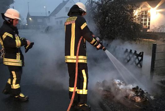 M�lltonnen brannten am Neujahrsmorgen