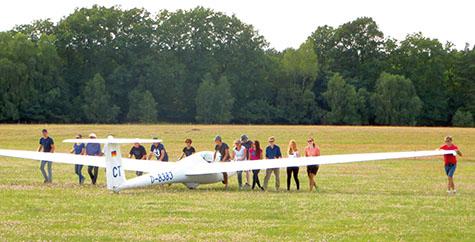 Segelfliegen ist Teamarbeit aller Beteiligten. Foto: Verein