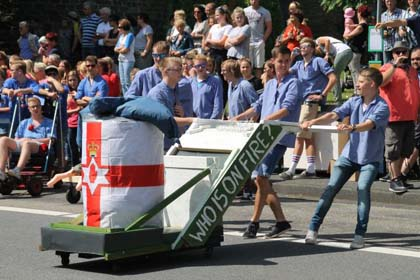 Schubkarrenrennen in Morsbach: Großer Preis der Republik