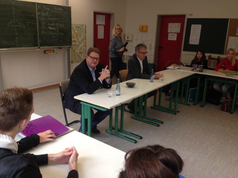 Hendrik Hering und Ralf Seekatz besuchten Leistungskurs Sozialkunde MSS 11