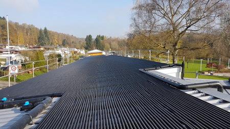 Schwimmbad Herschbach: Solarabsorber und Dach erneuert