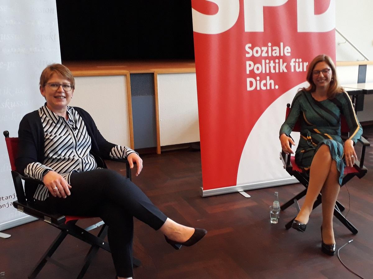 Sabine Bätzing-Lichtenthäler gibt Tanja Machalet Tipps für Berlin