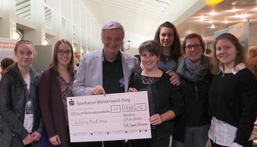 40 Jahre Bazar in Elkhausen: Fast 11.900 Euro f�r Stiftung �Fly & Help�