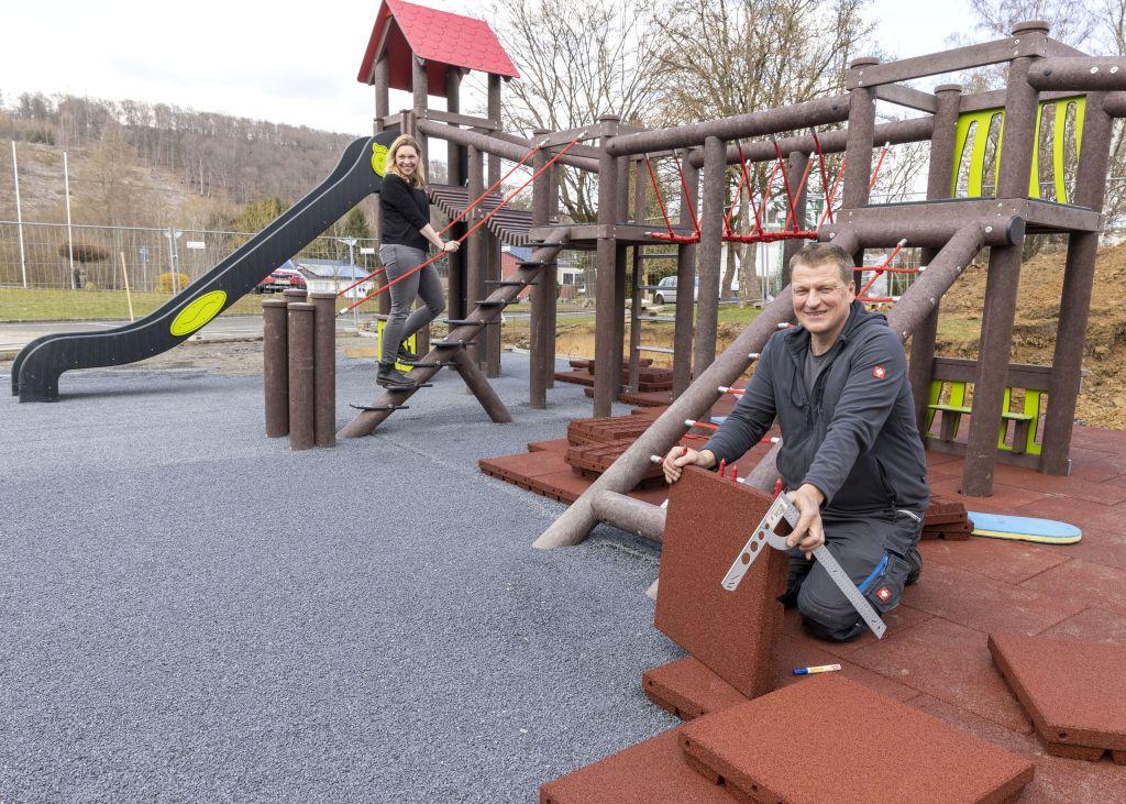 Neues Spielgerät der Grundschule Atzelgift-Streithausen