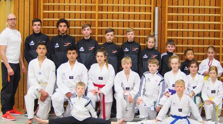 """Sporting Taekwondo Altenkirchen holt 19 Medaillen beim """"Tiger Pokal"""" in Pirmasens"""