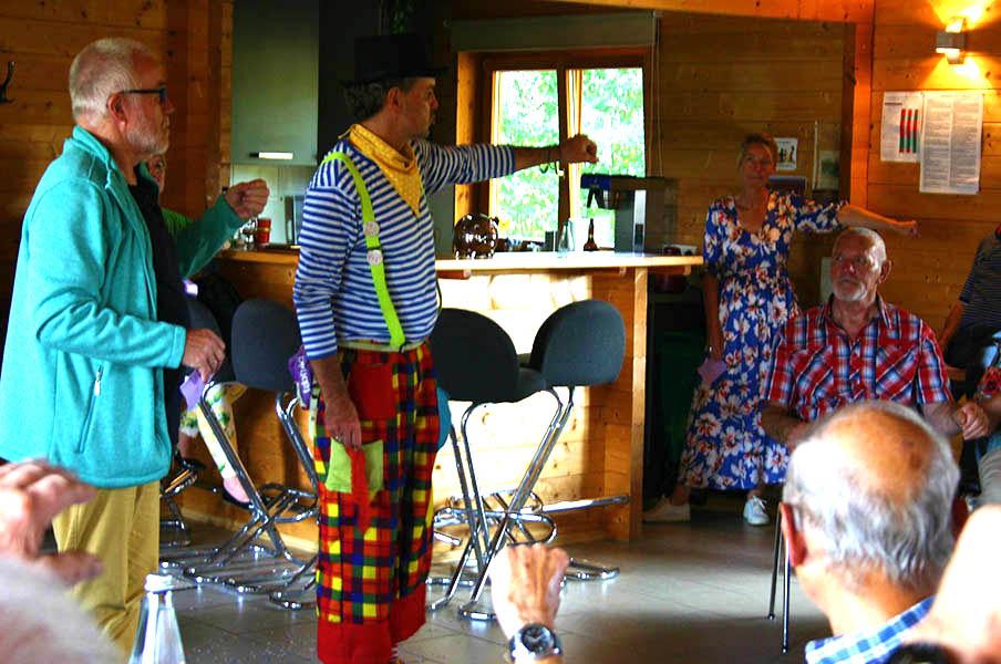 Begeisterte Ü60 Party der Dorfgemeinschaft Stockhausen
