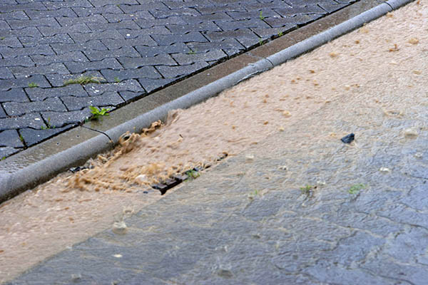 Was passiert, wenn die Abläufe die Wassermassen nicht mehr aufnehmen können. Symbolfoto