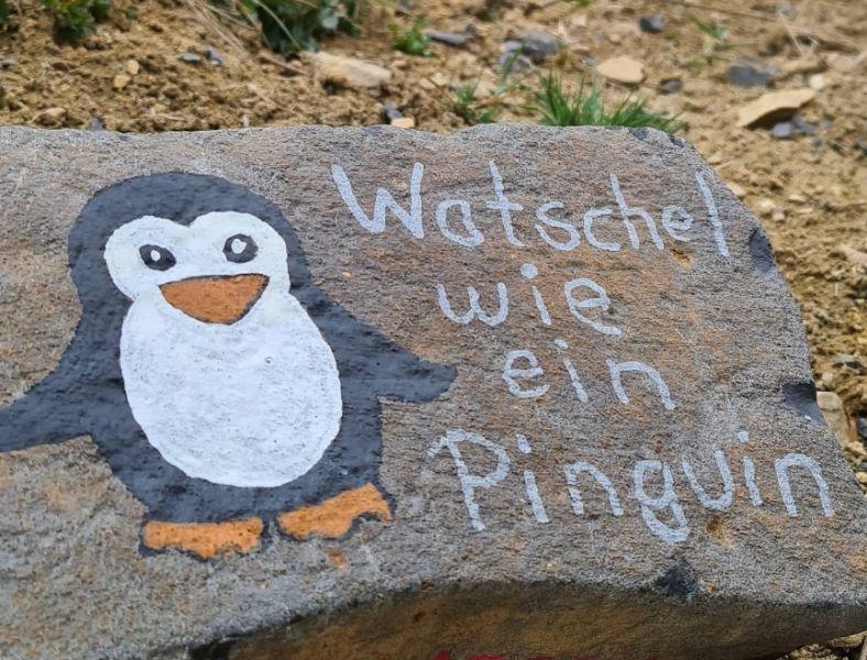 Nett gestaltete Steine motivieren zum Bewegen. Fotos: FC Kirburg
