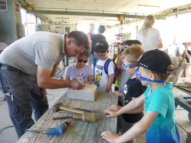 Ausflug der Vorschulkinder zum Steinmetzbetrieb in Pracht