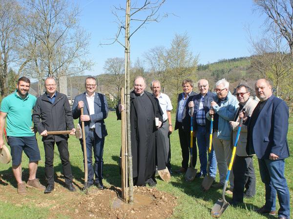 Zum Stadt-Geburtstag einen Baum gepflanzt