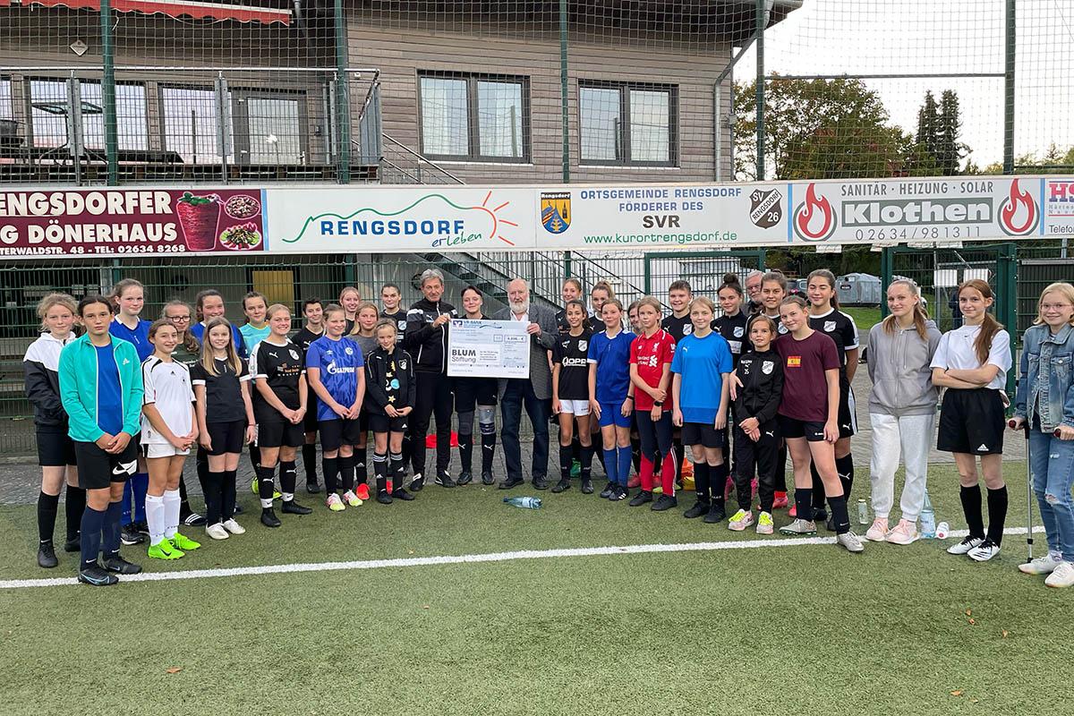 Damen des SV Rengsdorf erhalten großzügige Spende