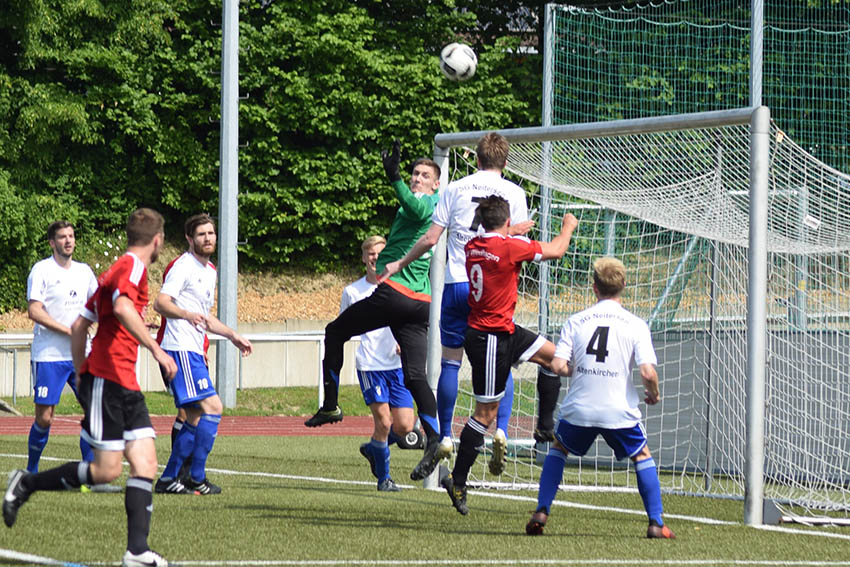 SV Windhagen schl�gt SG Neitersen/Altenkirchen mit 2:0