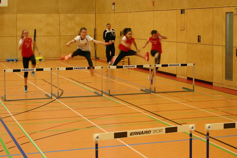 Leichtathleten des Landkreises beim SV Windhagen zu Gast