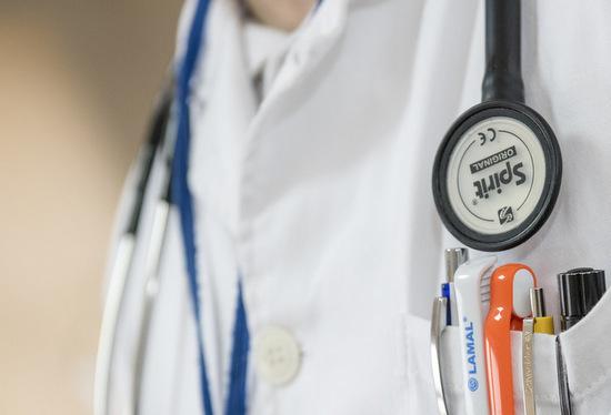 Das Gesundheitskompetenz- und Versorgungspraktikum sieht vor, dass Bewerberinnen und Bewerber neun Monate lang in unterschiedlichen Stationen in der medizinischen Versorgung tätig sind. (Foto: MWWK RLP)