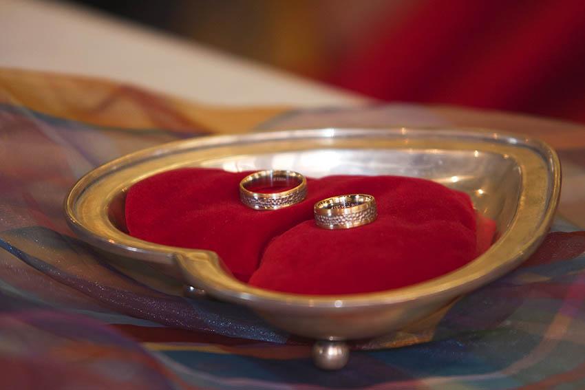 Auch die Hochzeitsringe werden nach den Flitterwochen schon mal liegen lassen. Symbolfoto