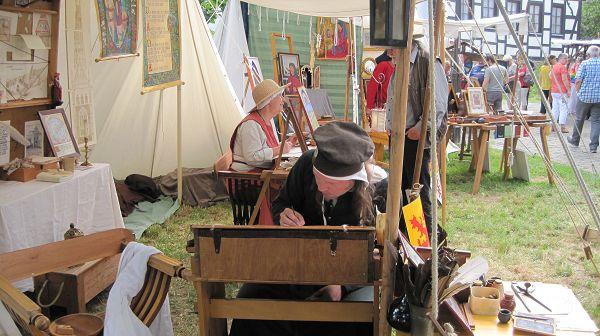 Der Mittelaltermarkt in Montabaur zog viele Fans und Besucher an. Fotos: SZ