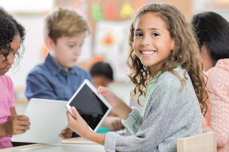 Schulsteckbriefe für Eltern und 90 Tablets zur Ausleihe für Schulkinder