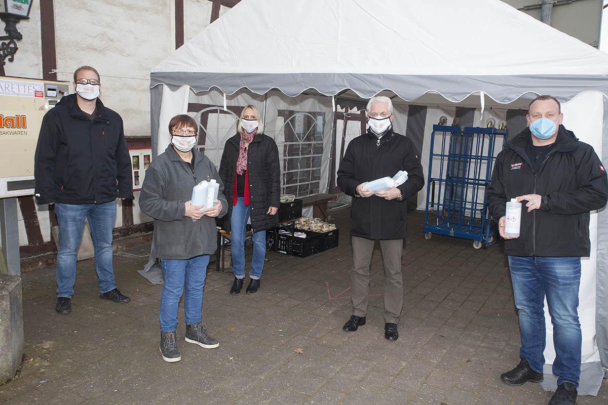 Desinfektionsmittel und Masken an Tafel Puderbach gespendet