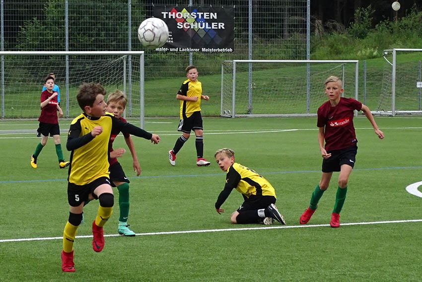 """Auf Torejagd. Den Ball im Blick und """"ab die Post"""". Fotos: Willi Simon"""