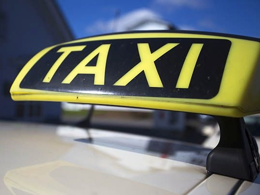 Taxi-Fahrgast rastete in Scheuerfeld aus