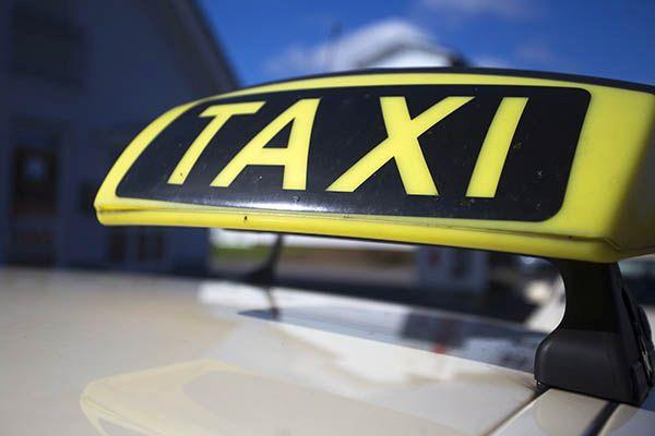 Taxifahrt eskaliert - Massenschlägerei mit mehreren Verletzten