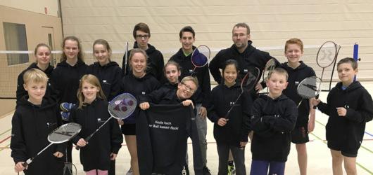 Neue Hoodies f�r Gebhardshainer Badminton-Spieler