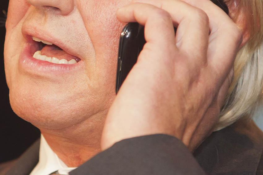 Mehrgenerationenhaus: Telefon als Kontaktmittel nutzen