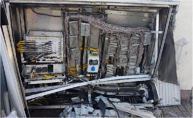 Verteilerkasten Telekom bei Unfall zerstört