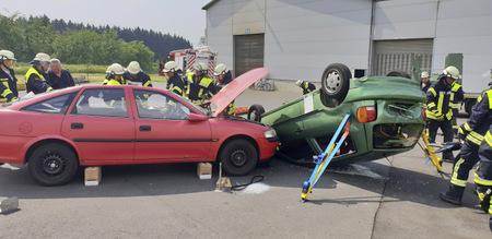Feuerwehr-L�schz�ge Weitefeld und Niederdreisbach �bten gemeinsam