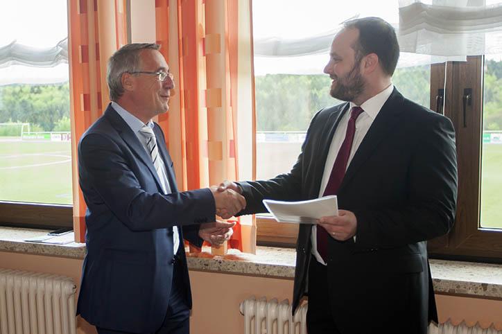 Staatssekretär Kern überreicht Förderbescheid in Thalhausen