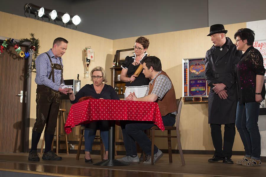 Theatergruppe im Kirchspiel Urbach fiebert Premiere entgegen