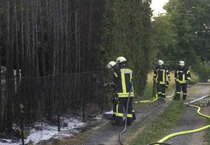Thuja-Hecke in Hamm/Sieg ging in Flammen auf
