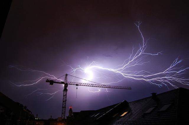 Dachstuhlbrand nach Blitzschlag in Bad Hönningen