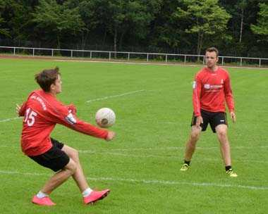 Faustball-M�nner des VfL Kirchen nutzen den Heimvorteil